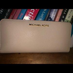 Michael Kors (never been used, kept in dust bag)